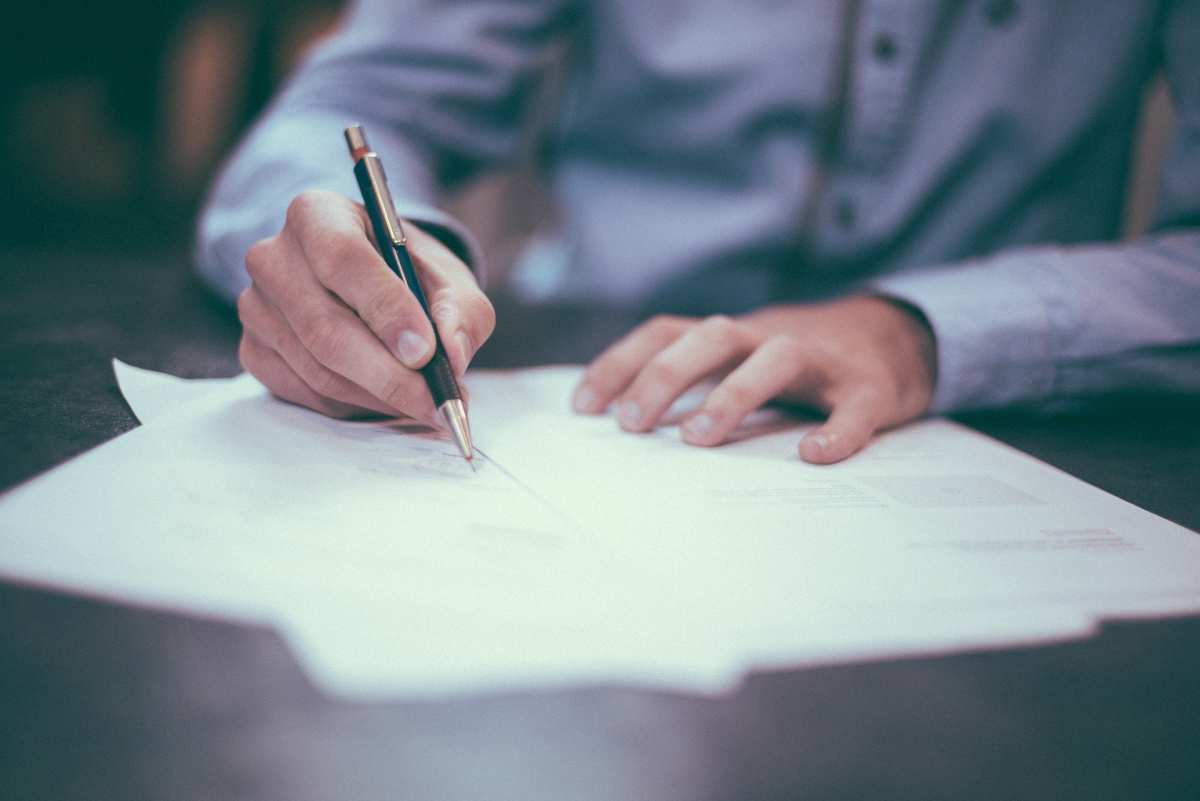 Signing a housing contract: do's and don'ts